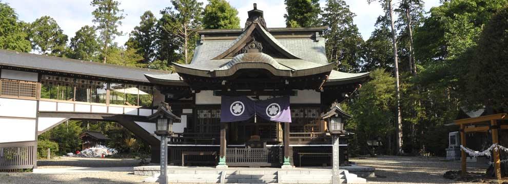 静神社拝殿と境内